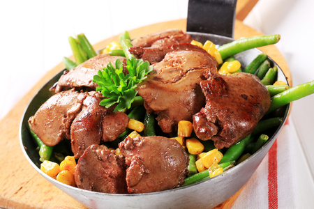 offal: Pan-fried chicken livers with green beans and sweetcorn