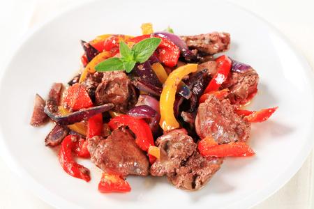 higado de pollo: Chicken liver and bell pepper stir fry