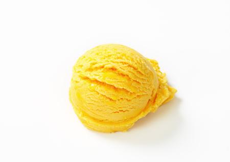 custard flavor: Single scoop of yellow ice cream