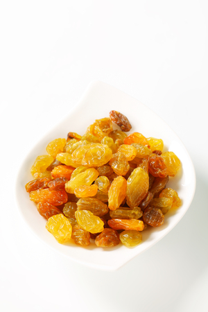 sultana: Sultana raisins in a small bowl