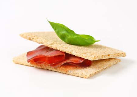 appenzeller: Whole grain crisp bread with thin sliced smoked beef