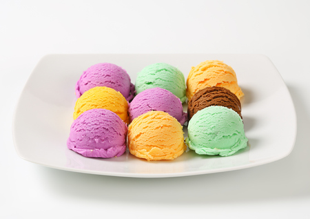 custard flavor: Scoops of ice cream - assorted flavors