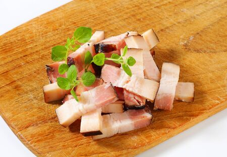 smoked bacon: Smoked bacon on cutting board