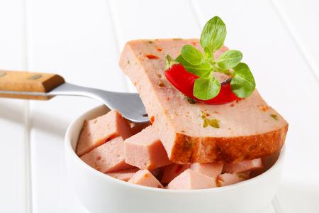 albondigas: Pastel de carne al estilo alemán con pimientos picados