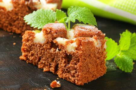 cream cheese: Soft gingerbread cake with cream cheese