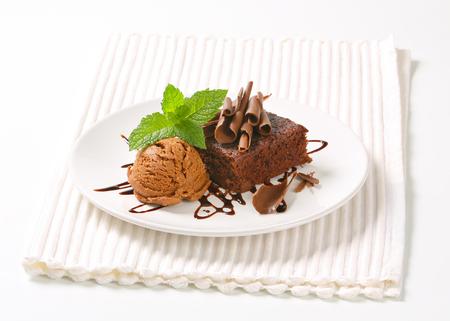 chocolate curls: Brownie with chocolate curls and ice cream