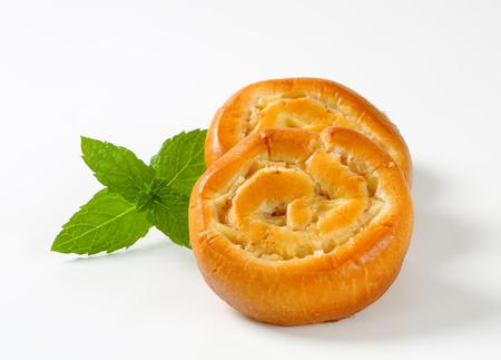levadura: Bollos de levadura con manzana y crema de relleno