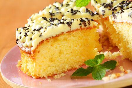 buttercream: Sponge cake with lemon buttercream frosting