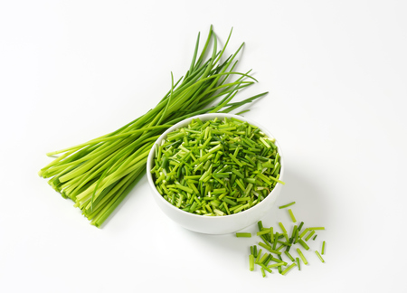 cebollin: Studio shot of fresh chives
