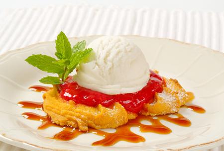 spritz: Spritz cookies with raspberry sauce and ice cream