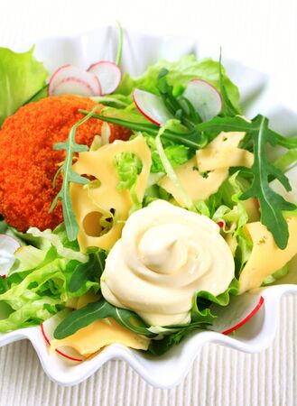gronostaj: Green salad with fried breaded cheese and sliced Swiss cheese and mayonnaise Zdjęcie Seryjne