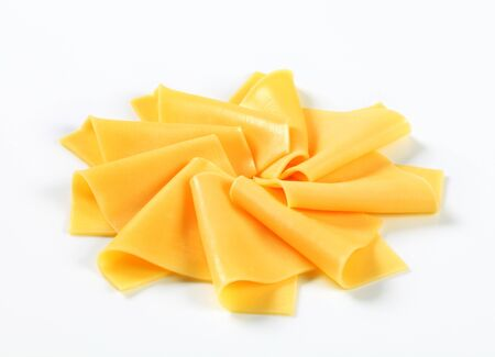 edam: Thin slices of yellow cheese