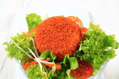 gronostaj: Zielona sałata z serem smażony panierowany Zdjęcie Seryjne