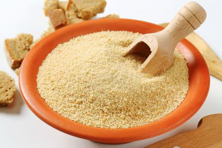 乾燥パン粉のボウル
