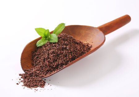 wooden scoop: Grated chocolate on wooden scoop
