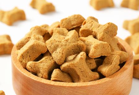 treats: golosinas peque�as en forma de hueso para perros
