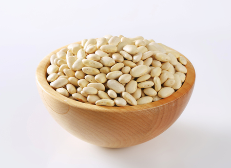 Ciotola di fagioli bianchi crudi