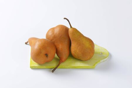 russet: European pears with elongated slender neck and russeted skin