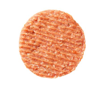 carne cruda: Patty hamburguesa fresca en el fondo blanco