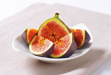 halved  half: Fresh figs cut into slices