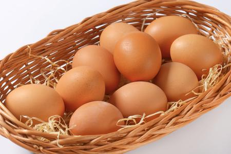 brown eggs: fresh brown eggs in basket