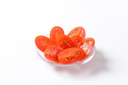 ensalada tomate: ensalada de tomate en el fondo blanco Foto de archivo