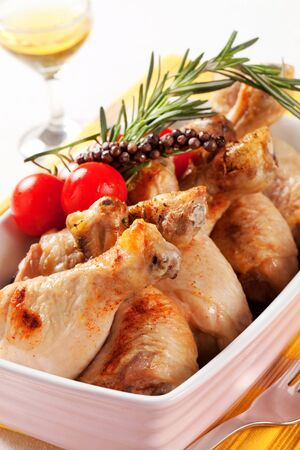 casserole dish: Roasted chicken drumsticks in a casserole dish Stock Photo