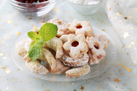 sucre glace: Assorted Christmas cookies powdered with icing sugar