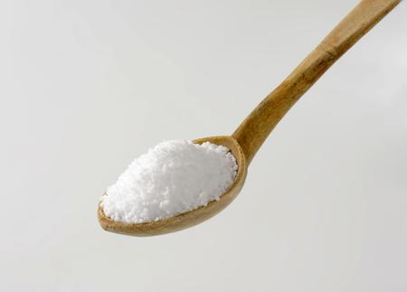 sel: Coarse grained salt on wooden spoon