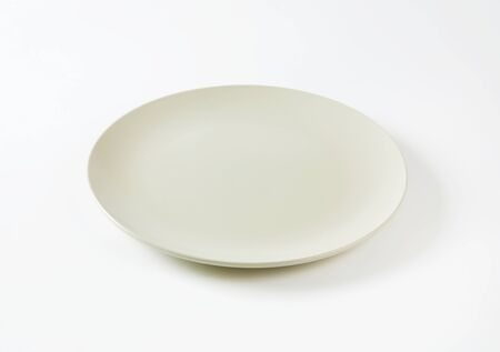 rimless: Coup shaped round bone white ceramic plate