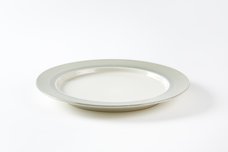 stoneware: Charger plate with wide grey rim decorated with a pattern of subtle rings