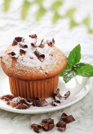chocolate shavings: Fresh muffin sprinkled with sugar and chocolate shavings