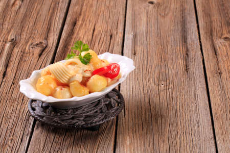 trivet: Bowl of potatoes with mozzarella cheese - closeup Stock Photo