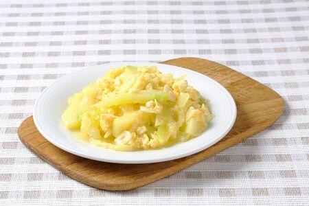 huevos revueltos: Revuelto de calabacín y el ajo