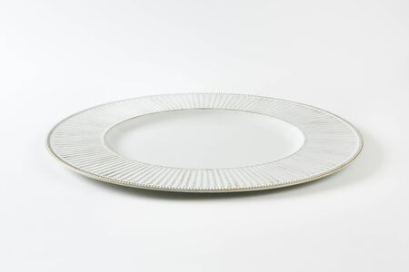 ribbed: Charger plate with wide ribbed rim