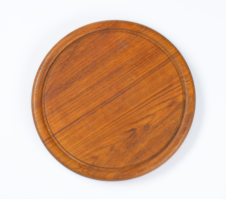 groove: Round wooden cutting board with groove