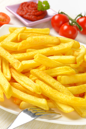 gedeelte van de Franse frietjes met tomatensaus