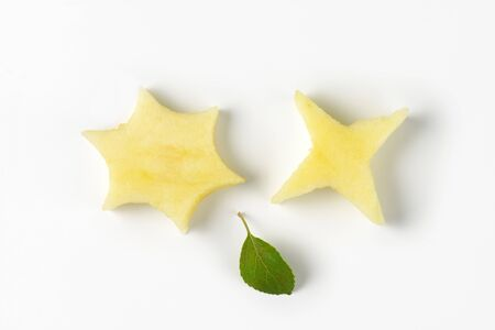 to cut out: two star-shaped pieces cut out of an apple