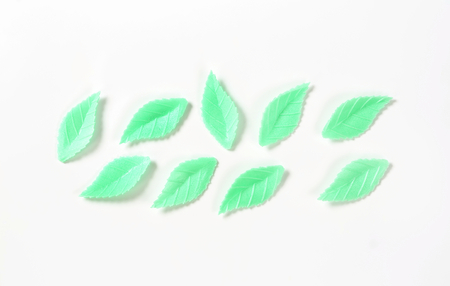 edible leaves: edible green wafer paper leaves for cake decoration