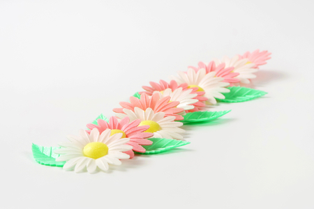 edible leaves: edible wafter paper daisy flowers with leaves