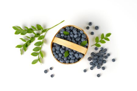 wood chip: Fresh picked blueberries in wood chip basket
