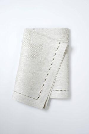 servilleta: doblado de tela de color gris claro lugar estera Foto de archivo