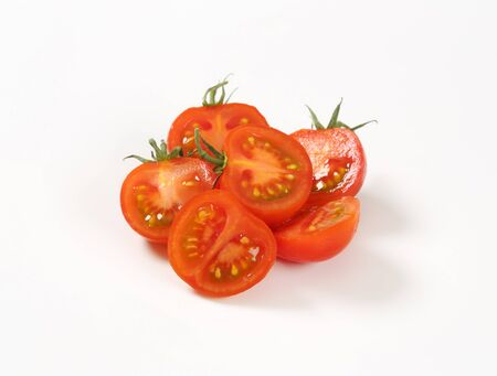 halved  half: red tomatoes cut into halves