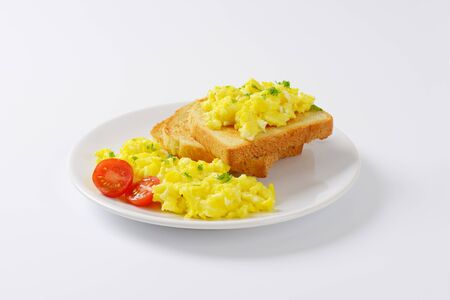 scrambled eggs: scrambled eggs with toasted white bread