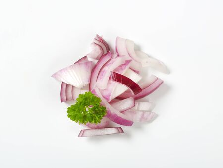 red onion: heap of sliced red onion