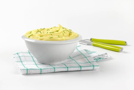 chives: bowl of mashed potatoes with chives