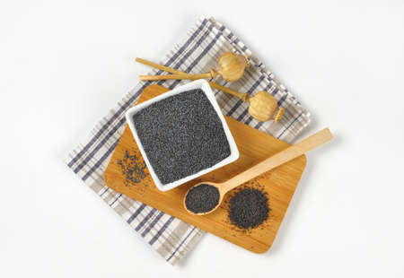 poppy seeds: ripe poppy seeds - whole and ground on cutting board Stock Photo
