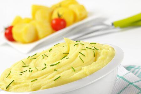 pure patatas: plato de pur� de papas con cebolletas Foto de archivo