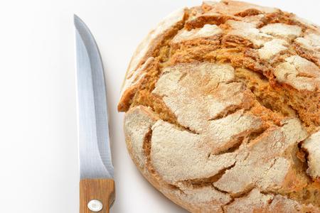 cuchillo de cocina: mazorca de pan artesanal y el cuchillo de cocina