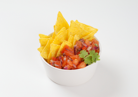 gallo: bowl of salsa fresca and tortilla chips